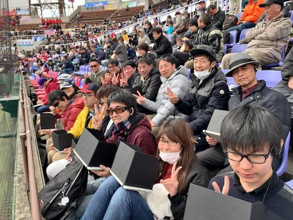 野球観戦する視覚障害者